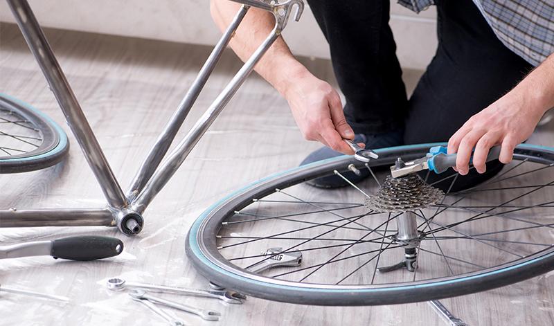ロードバイクのパーツの取り外しに専用工具が必要